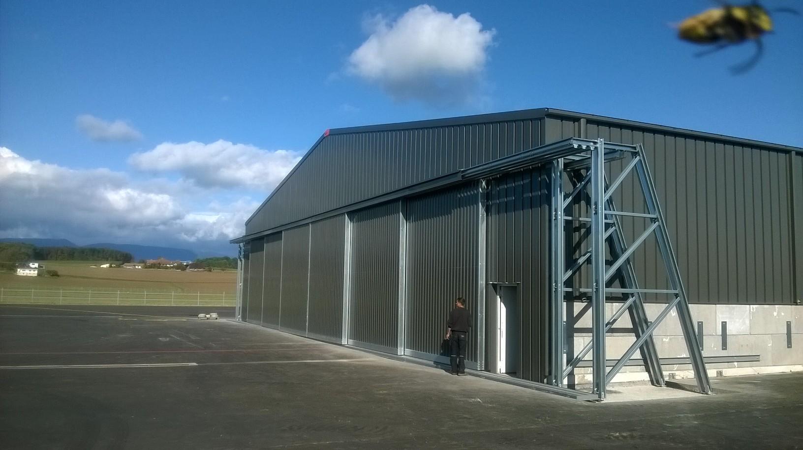 Vliegtuighangar-SolarXplorer